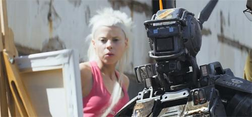 chappie film,cinéma sf,anticipation,robots,futuriste,cyborgs,androïdes
